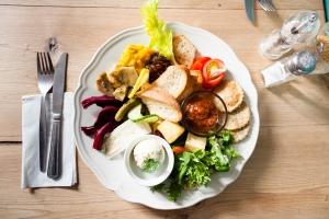 THE manor veggie platter